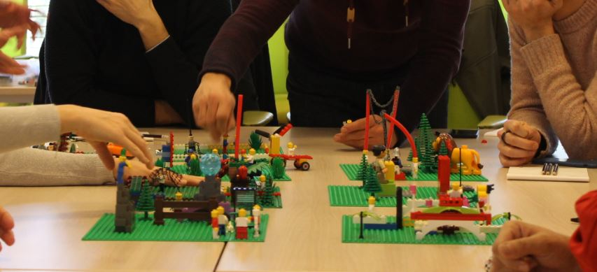 LEADERSHIP ET POSTURES MANAGERIALES - Méthode LEGO® SERIOUS PLAY®